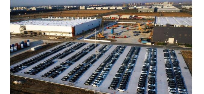提高產量!特斯拉上海工廠停車場停滿全新Model 3