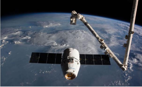 SpaceX飛船抵達國際空間站 送去2個機器人旅館