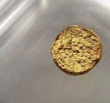 """科學家們打造""""非常輕""""18K金塊 材料竟是塑料"""
